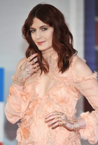florence-welch-brit-awards-2012-01