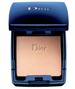 5. DiorSkin Forever Compact Flawless&Moist Extreme Wear Makeup SPF 25